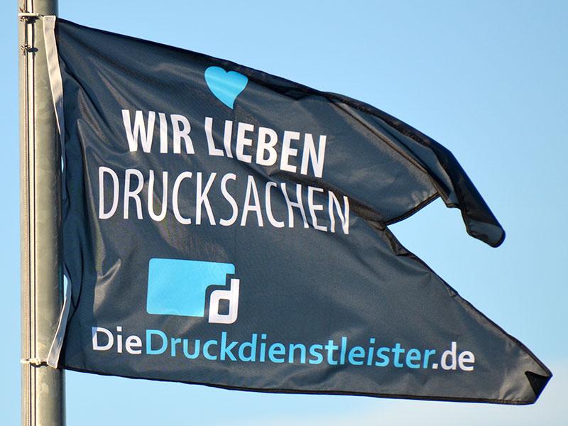 Schwalbenschwanz-Fahne Querformat